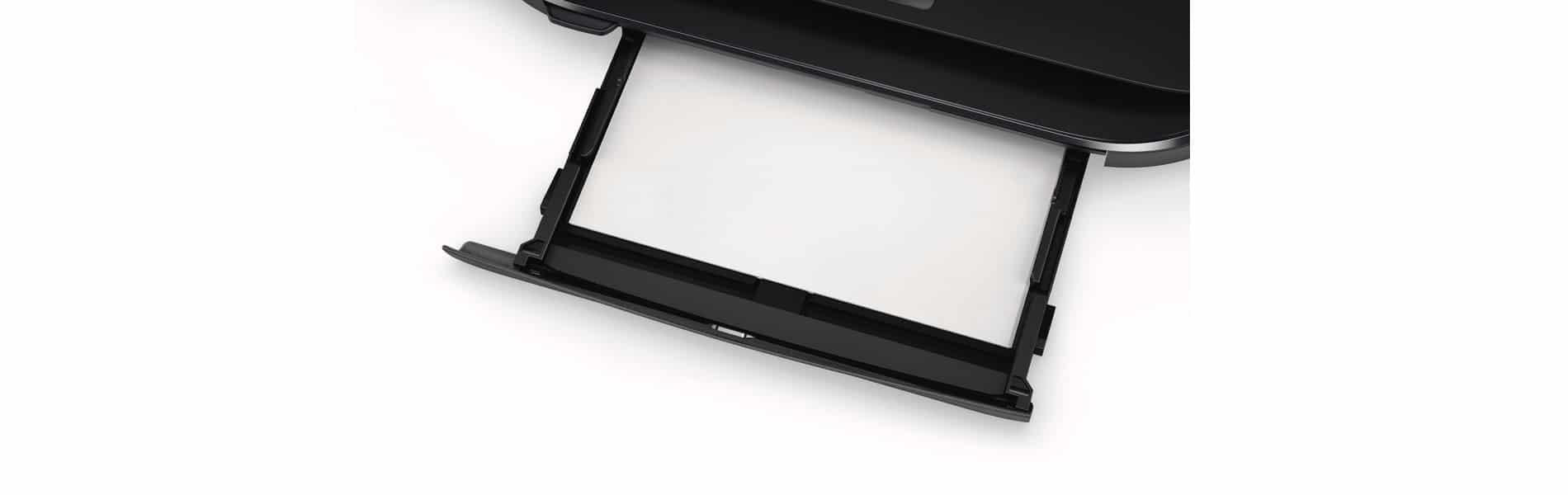 Achten Sie darauf, dass das Papier richtig in der Papierkassette eingelegt ist. Andernfalls druckt der Drucker schief oder es entsteht ein Papierstau.