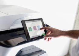 Zeigt der Drucker oder Kopierer offline an, ist vielleicht eine Einstellung am Gerät zu überprüfen