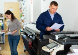 Entsteht ein Grauschleier beim Drucker, muss eventuell ein Techniker gerufen werden.