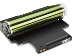 Sollte der Drucker oder Kopierer Punkte und Flecken verursachen, können Anwender z.B. durch Austausch von Bildtrommeln das Fehlerbild selbst beheben.